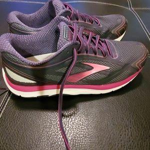 Brooks Dyad running shoes